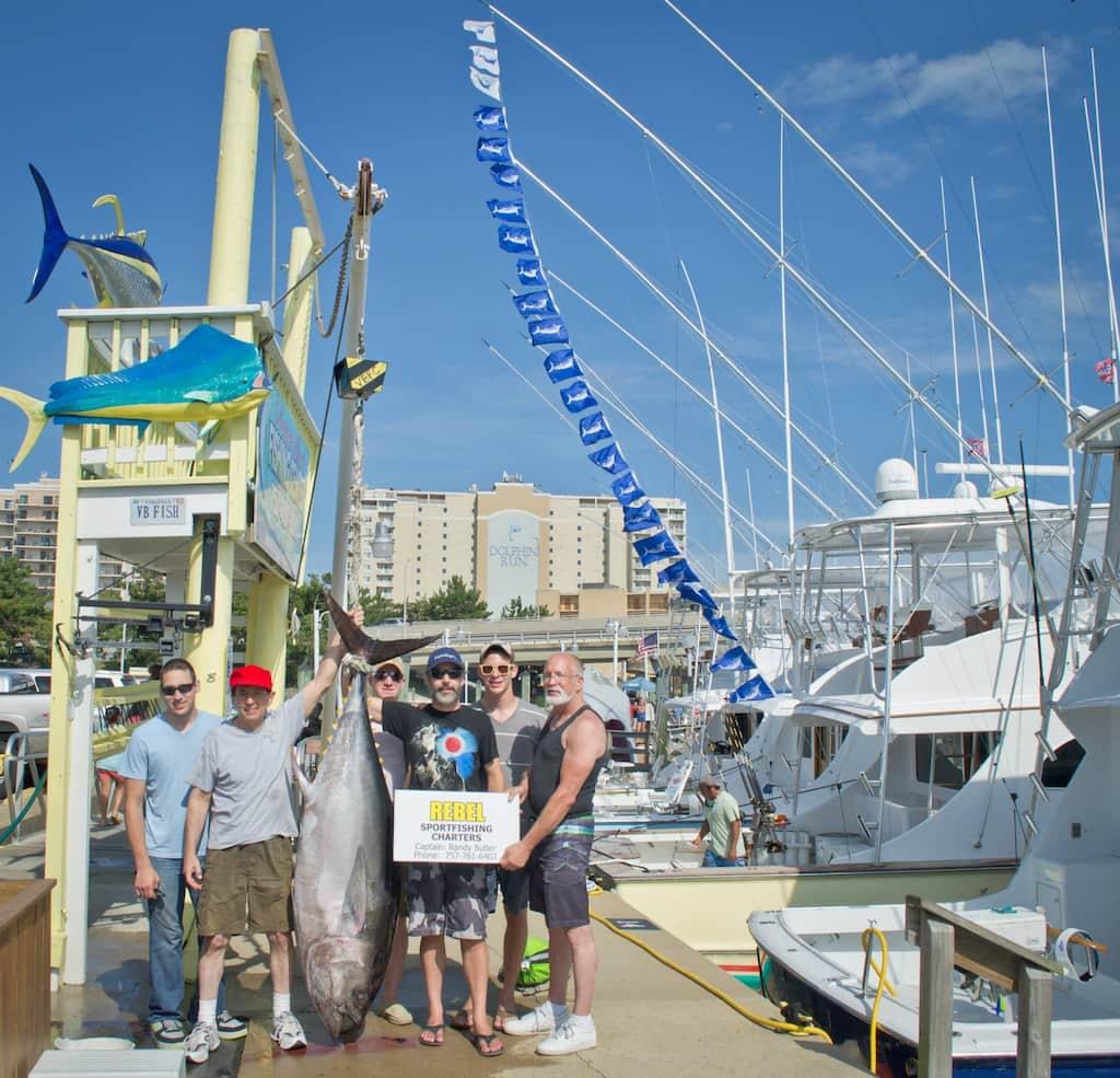 23 marlin flags flying